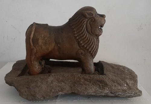 Lion oil lamp